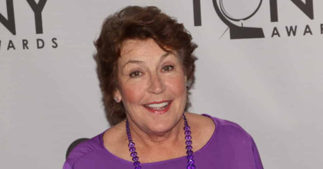 Helen Reddy smiling at an event