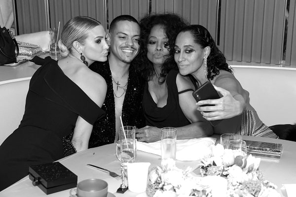 FEBRUARY 24: (EDITOR'S NOTE: Image has been converteAshlee Simpson, Evan Ross, Diana Ross, and Tracee Ellis Ross seated at a table at a charity event posing together smiling