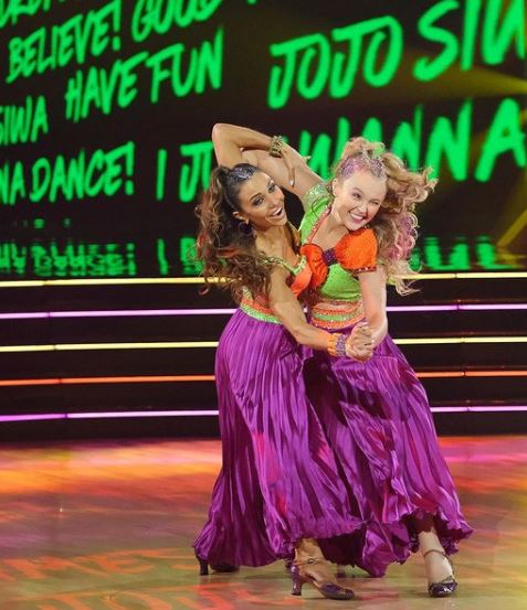 Pop star JoJo Siwa and pro dancer Jenna Johnson were last to dance Monday night and first on the judges' leaderboard with 29 out of 40 points.